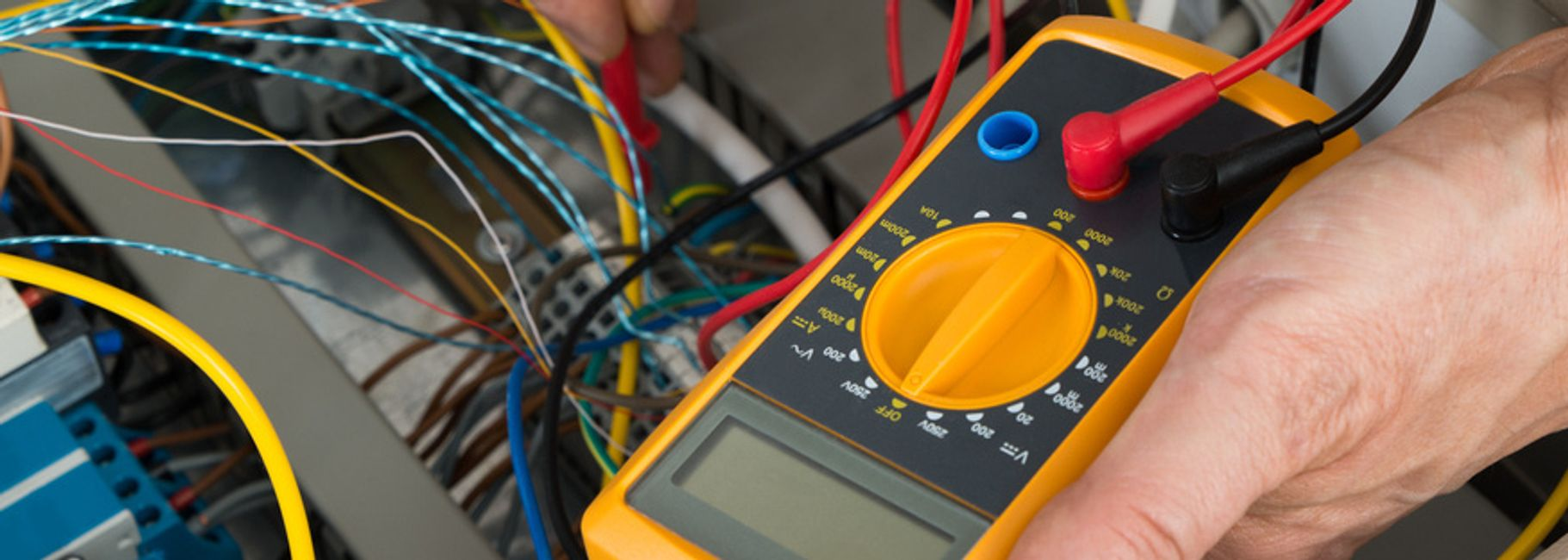 How To Test Electrical Circuits Testing 999 Electrician A Circuit Board